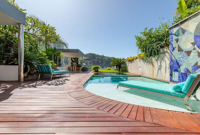 Rio006 - 4 bedroom villa overlooking the sea of Leblon