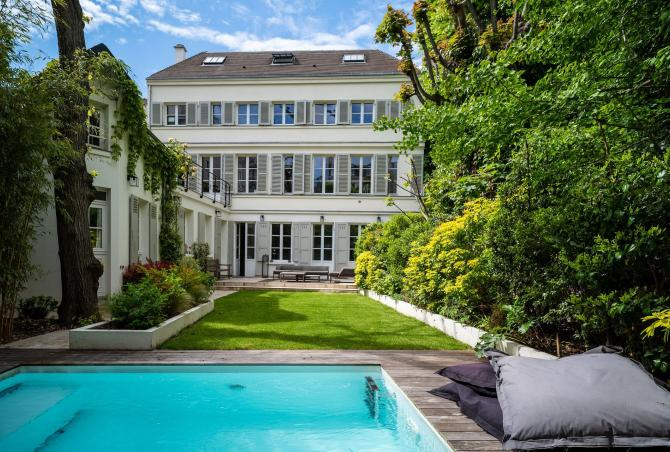 Par008 - Beautiful secret mansion from 18th century in Paris